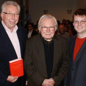 Prominenter Ratgeber zur Krisenbewältigung: Dennis Selent (stellv. Ortsvereinsvorsitzender) und Klaus Brandner (ehem. SPD-Abgeordneter) freuten sich über den Besuch des Sozialphilosophen Oskar Negt.